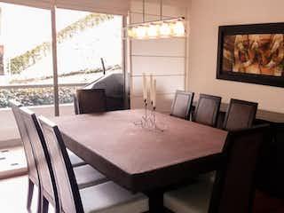 Una habitación con una cama y una pintura en la pared en Apartamento en venta en Barrio Usaquén de 3 habitaciones