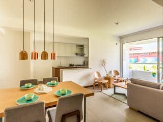 Una sala de estar llena de muebles y una gran ventana en Apartamento en venta en Santa Ana de tres habitaciones