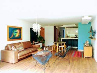 Una sala de estar llena de muebles y una chimenea en Apartamento en venta en Las Palmas de tres habitaciones