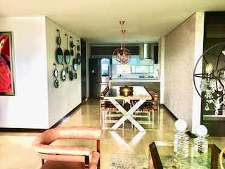 Una cocina con una estufa y un refrigerador en Reserva De AlejandrãA