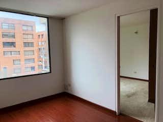 Una habitación que tiene una ventana en ella en Apartamento en venta en Rincón del Chicó de 3 habitaciones