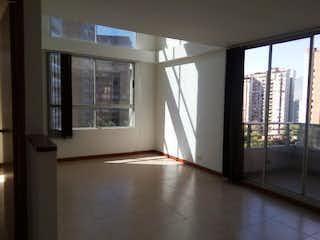 Una vista de una habitación con una puerta corredera de cristal en Apartamento en venta en Carlos E. Restrepo de cinco habitaciones