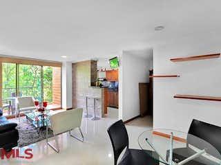 Una sala de estar llena de muebles y una televisión de pantalla plana en Altos Del Escobero