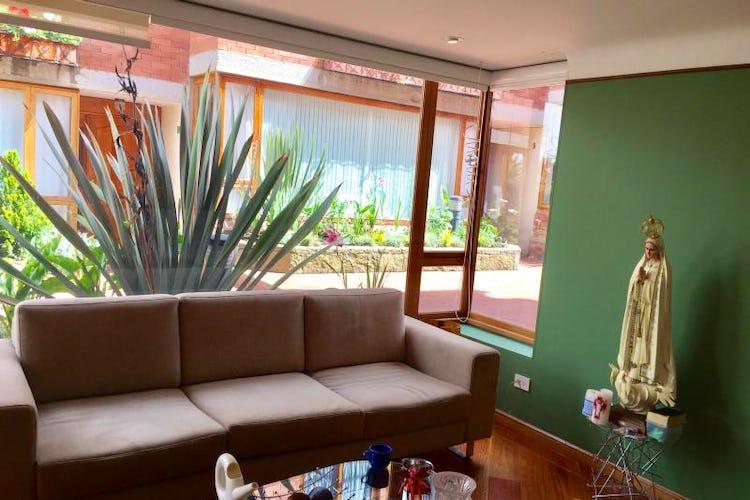 Foto 1 de Casa En Venta En Bogota Bosque De Pinos, con dos garajes Independientes y depósito.
