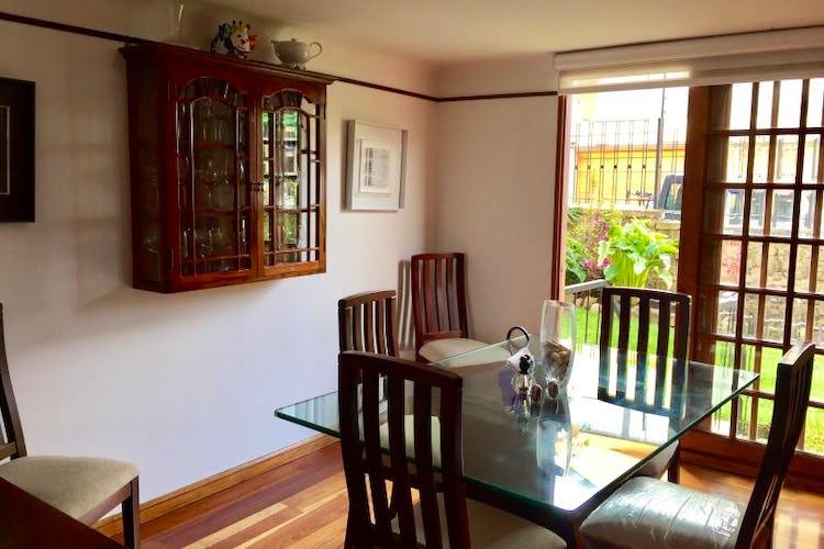 Foto 2 de Casa En Venta En Bogota Bosque De Pinos, con dos garajes Independientes y depósito.
