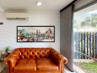 Una sala de estar llena de muebles y una televisión de pantalla plana en Alameda del Norte