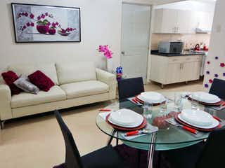 Una sala de estar llena de un montón de muebles blancos en Star Platino La Viga