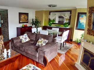 Una sala de estar llena de muebles y una mesa en Apartamento en venta en Santa Paula de tres habitaciones