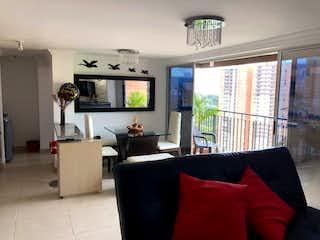 Una sala de estar llena de muebles y una televisión de pantalla plana en venta apartamento en Sabaneta - Loma Trapiche