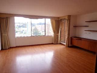 Una sala de estar llena de muebles y una ventana en Apartamento en venta en Casa Blanca Suba de tres habitaciones