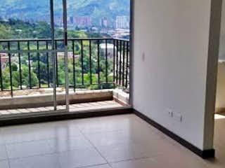 Un cuarto de baño con puerta de cristal y balcón en Apartamento en venta en San Isidro, de 50mtrs2