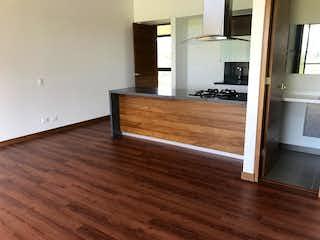 Una sala de estar con suelos de madera y suelos de madera en Apartamento en venta en Tres Puertas, de 74mtrs2