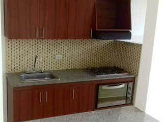 Una cocina con un fregadero y una estufa en Apartamento en venta en Santa María, de 60mtrs2