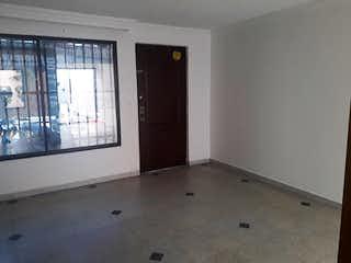 Un baño con un lavabo y una ventana en Casa en venta en Conquistadores de 137mts