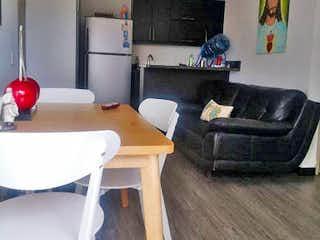 Una sala de estar llena de muebles y una chimenea en Apartamento en venta en Restrepo Naranjo, de 60mtrs2