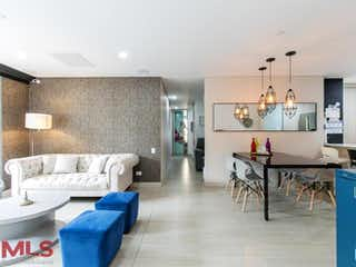 Una sala de estar llena de muebles y una mesa en Font Living
