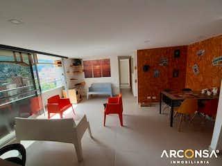 Una sala de estar llena de muebles y una televisión de pantalla plana en Ravello