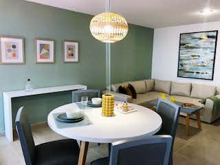 Un comedor con una mesa y sillas en Idílicas Vías 6