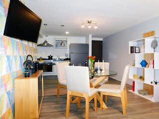 Una cocina con una mesa de comedor y sillas en Idílica Marína Dos37