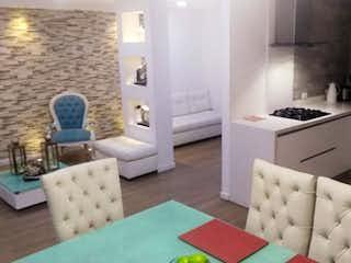 Una sala de estar llena de muebles y una mesa en Apartamento en venta en Loma de Las Brujas, de 124mtrs2