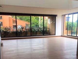 Una vista de una sala de estar desde una ventana en Apartamento en venta en Usaquén, 234mt con terraza