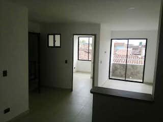 Una habitación que tiene una ventana en ella en VENDO APARTAMENTO GUAYABAL SAN PABLO