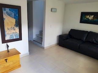 Una sala de estar llena de muebles y una televisión de pantalla plana en  Urbanización Ceibas del Sur