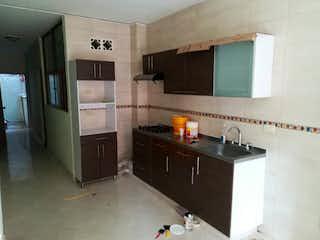 Una cocina con una estufa de fregadero y nevera en Casa en venta en Las Flores, de 80mtrs2