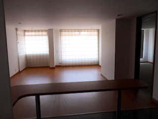 Una habitación con una cama y una ventana en Apartamento en venta en Barrio Cedritos, de 60mtrs2