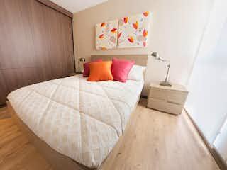 Un dormitorio con una cama y un escritorio en Ciud. Parq. Ctral de Occidente III