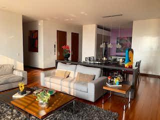 Una sala de estar llena de muebles y una televisión de pantalla plana en Apartamento en venta en El Refugio, de 200mtrs2