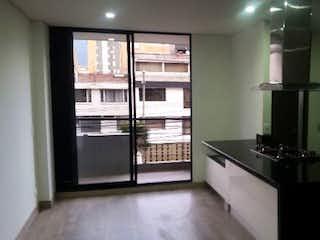 Una cocina con un fregadero y un horno de cocina en Apartamento en venta en Santa Bárbara Central de una habitacion