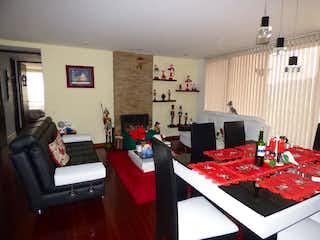 Una sala de estar llena de muebles y una chimenea en Apartamento en venta en Casa Blanca Suba de cuatro habitaciones