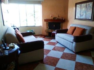 Una sala de estar llena de muebles y una ventana en Apartamento en venta en Iberia, 89mt