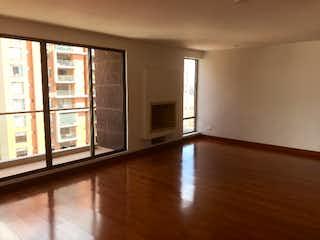 Una vista de una sala de estar con suelos de madera en Apartamento en venta en Colina Campestre, 116mt con balcon