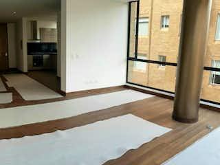 Una vista de una sala de estar y una sala de estar en Apartamento en venta en El Refugio, 198mt con chimenea