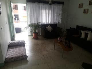 Una sala de estar llena de muebles y una ventana en Casa en venta en Barrio Colón, de 526mtrs2