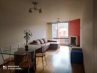 Una sala de estar llena de muebles y una ventana en Apartamento en venta en Santa Helena, de 90,5mtrs2