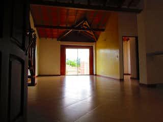 Una habitación que tiene una ventana en ella en Apartamento en venta en La Ceja de tres habitaciones