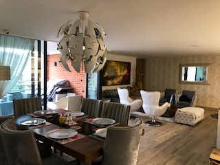 Una sala de estar llena de muebles y una gran ventana en Apartamento en venta en La Tomatera, 198mt con balcon
