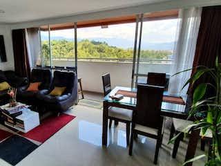 Una sala de estar llena de muebles y una ventana en Apartamento en venta en La Pilarica, 88mt con balcon