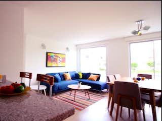 Una sala de estar llena de muebles y una ventana en Aldea de San Marcos