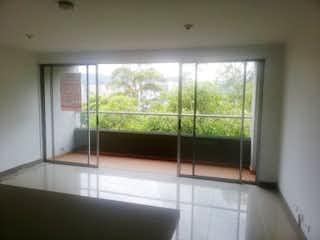 Un baño con una bañera y una ventana en Apartamento en venta en Suramérica, de 76mtrs2