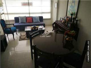 Una sala de estar llena de muebles y una ventana en Apartamento en venta en Portales del Norte de 50m2