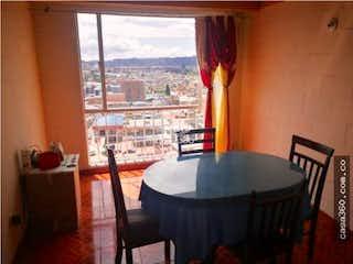 Un comedor con una mesa y sillas en Apartamento en venta en La Estrellita Norte, de 55mtrs2