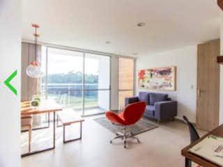 Una sala de estar llena de muebles y una ventana en Apartamento en venta en El Rosal, 63mt con dos balcones
