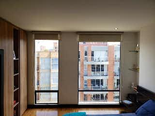 Una sala de estar llena de muebles y una ventana en Apartamento en venta en Puente Largo, de 95mtrs2