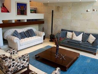 Una sala de estar llena de muebles y un sofá en Casa en venta en Romero de Terreros de 621mts