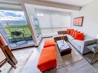 Una sala de estar llena de muebles y una ventana en Málaga