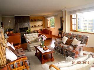 Una sala de estar llena de muebles y una chimenea en Apartamento en venta en Los Lagartos de tres habitaciones